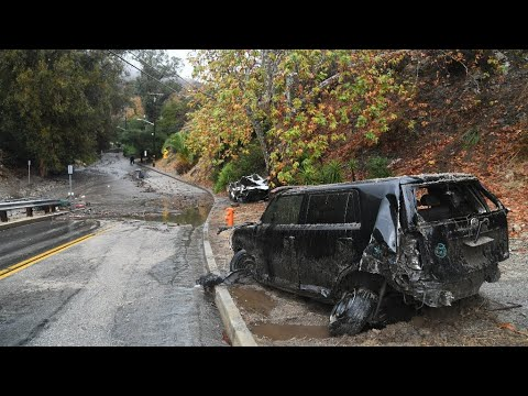 US - More than a dozen killed in California mudslides