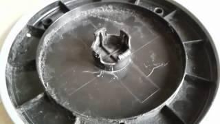 как легко снять колесо на защёлках. Как снять колесо пылесоса