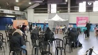 """Centro de Vacunación  """"Roberto De Vicenzo"""" en Berazategui."""