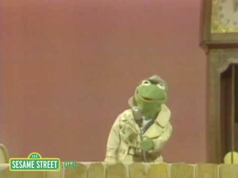 Sesame Street: Kermit Reports News On Hickory Dickory Dock