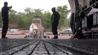 Bamako démontage et chargement puma antonov