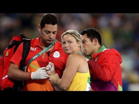 Kimberley Mickle, Javelin throw, Dislocated shoulder
