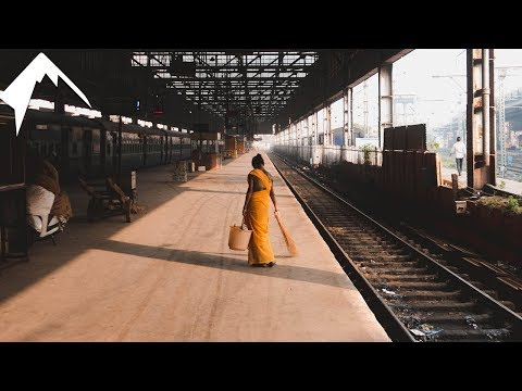 FIRST TIME TRAVELLING BY TRAIN – INDIA TRAVEL VLOG