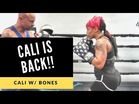 DAYYUUUMM! Talented Lady Gets In Some Work Inside The Mayweather Boxing Club