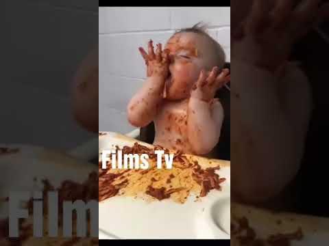 Uykuluyken Spaghetti Yemeye Çalışan Bebek