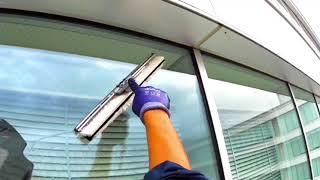 コンポジアルファ・窓ガラス清掃・ロープ作業風景8