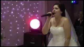 """Невеста (Елена) поёт жениху (Василию) на свадьбе. """"Твоя""""."""