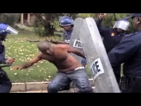 CNN: Andries Tatane dies following police beating (GRAPHIC CONTENT)
