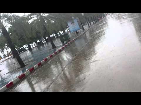 雨のビーチロード