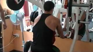 Компленкс упражнений для мужчин в тренажерном зале