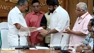 Actor mohanlal handover his donation for flood affected to CM Pinarayi Vijayan