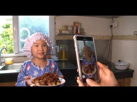 طلفة لم يتعد عمرها 8 سنوات تطبخ بحرفية وتجني الأرباح  - نشر قبل 1 ساعة
