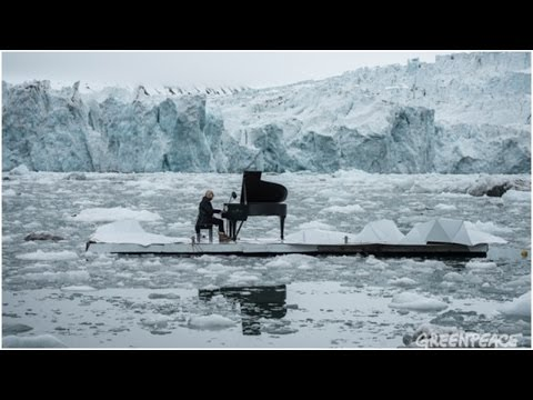 Historic performance by pianist on Arctic Ocean