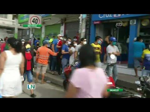 Las Calles De Guayaquil Se Llenan De Ciudadanos