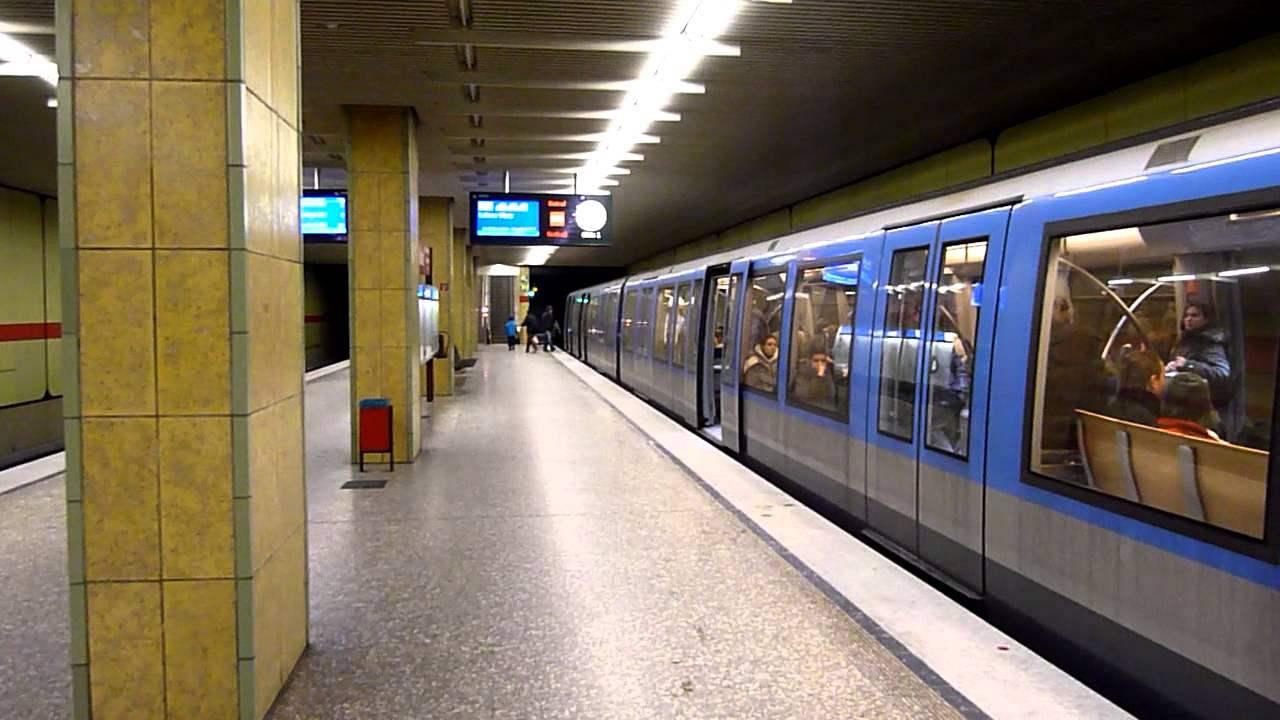 Fotze wichsen in der Berliner U Bahn