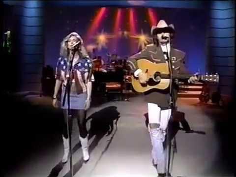 "DWIGHT YOAKAM & EMMYLOU HARRIS - ""Send a Message To My Heart"" (Nashville Now 1991)"