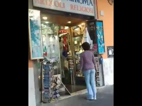 TUTTI FANNO UN SALTO DA RICORDI DI ROMA IN VIA DELLA STAZIONE DI SAN PIETRO 10 A ROMA