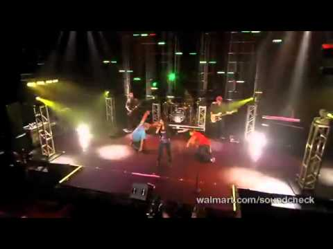 Victoria Justice - Freak The Freak Out (Victorious Live Walmart)