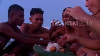 Video MY TRIP MY ADVENTURE - Makan Bersama Di Pinggir Pantai Tablolong (24/3/18) Part 6 download MP3, 3GP, MP4, WEBM, AVI, FLV Oktober 2018