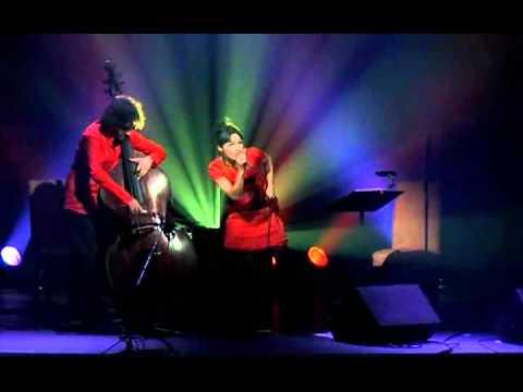 Petra Magoni & Ferruccio Spinetti -  Musica Nuda Live  -  Guarda che luna (Fred Buscaglione)
