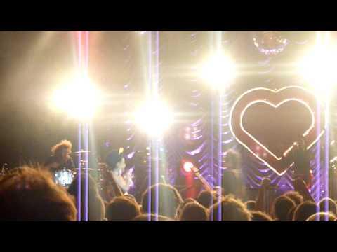 Noisettes - Saturday Night (live)