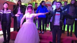 CÔ DÂU Nhảy cử điệu với các bạn trong ngày cưới của mình   Vũ khúc TÌNH YÊU GIA ĐÌNH