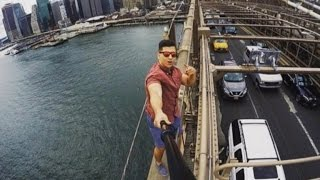Tourist Takes Jaw-Dropping Selfie On Top of The Brooklyn Bridge