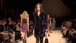 Коллекция одежды Burberry осень-зима 2015⁄2016. Полное видео показа(Коллекция одежды Burberry осень-зима 2015⁄2016. Полное видео показа Наш сайт: http://www.worlds-fashion.com Мы в ВКонтакте: http://vk.c..., 2015-03-20T19:19:55.000Z)
