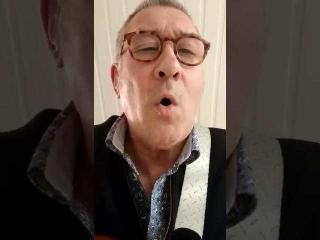 Mooie mannen - Pat Vanderhaeghe met zijn eigen lied 'Huid aan Huid'
