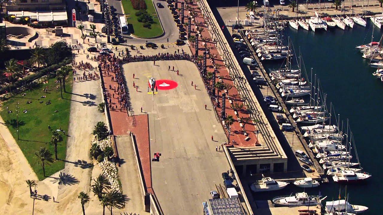 Banco santander hace aterrizar el ferrari de fernando for Banco santander sucursales barcelona
