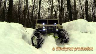SNOWMOTION video Modified AXIAL SCX-10 and AX-10 in the snow