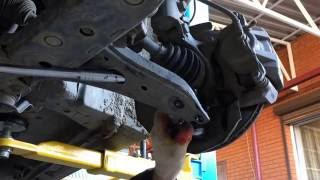 Замена передних шаровых опор на Тойота Хариер 2003 года Toyota Harrier