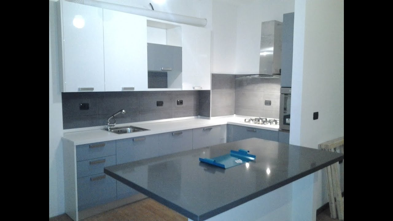 custom-made lacquered corner kitchen - youtube - Cucina Ad Angolo Misure