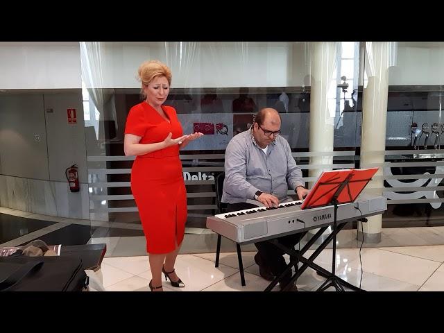 Pilar Boyero y Pedro Monty interpretan la copla 'Rocío'