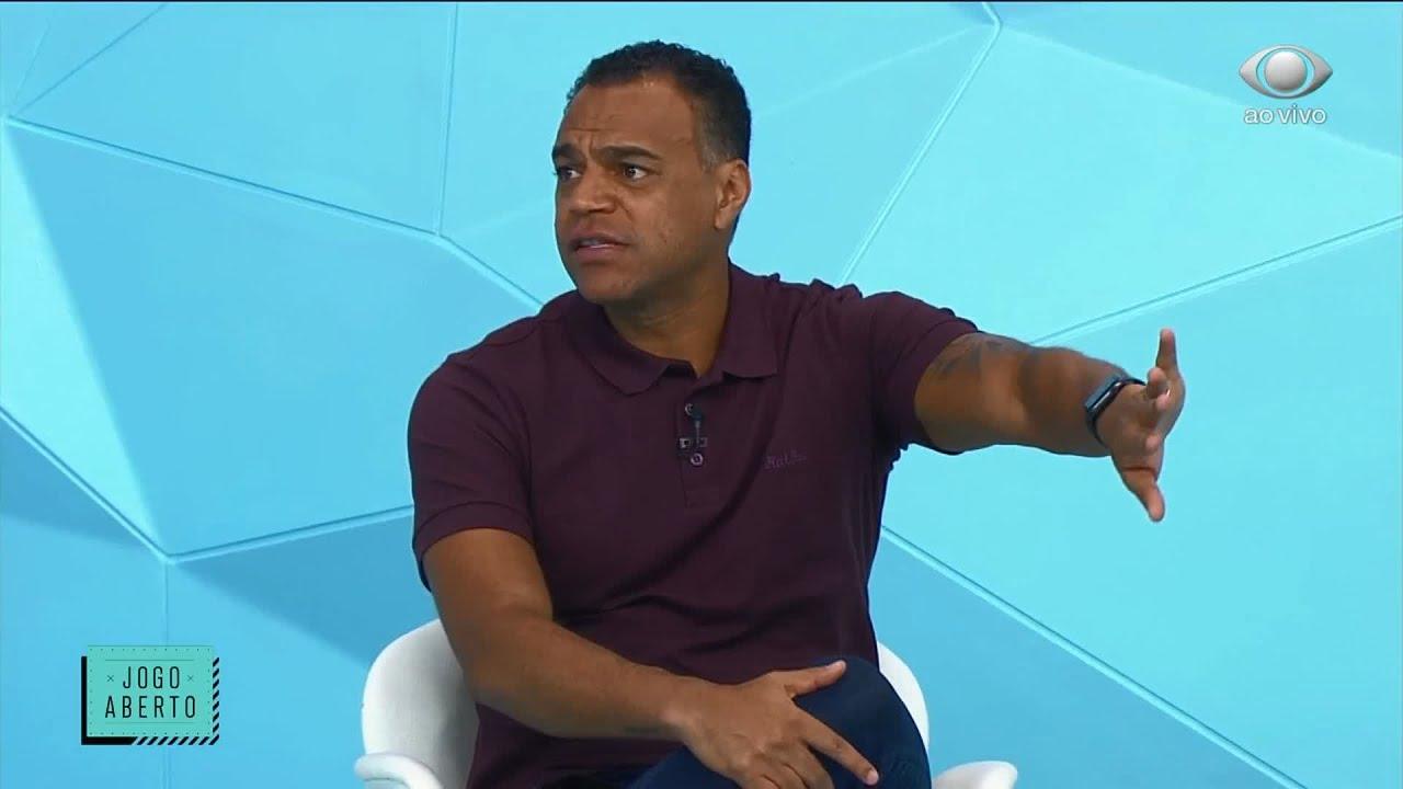 COMENTARISTAS DEBATEM SOBRE CASOS DE COVID-19 NO BRASILEIRÃO   JOGO ABERTO