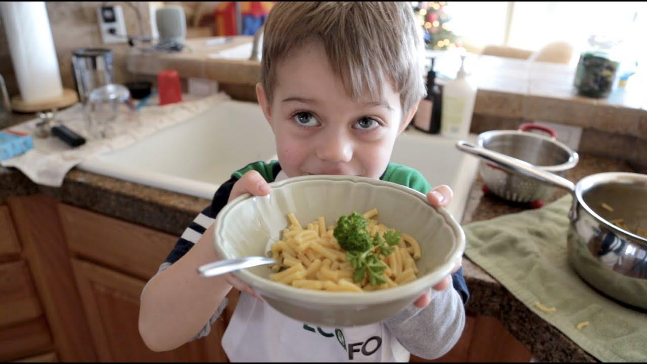 Mac cheese little chef style natasha 39 s kitchen youtube for Natashas kitchen