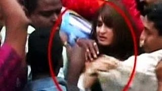Singham Returns | Kareena Kapoor Mobbed In Public