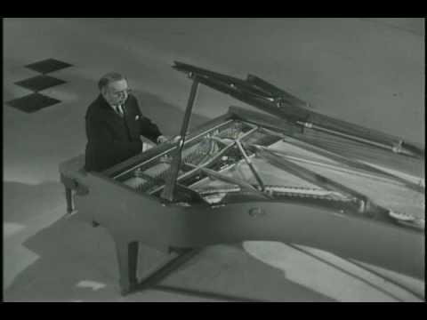"Lev Oborin plays Tchaikovsky The Seasons: June ""Barcarole""."