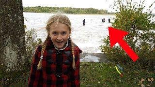 Dieses Mädchen sammelte Stöcke  und Steine, bis sie etwas unglaubliches fand!