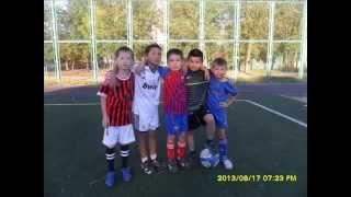 Дети показывют финты суперзвезд футбола Kids show skills of football stars
