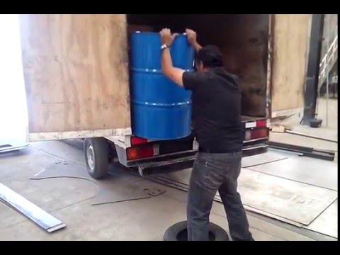 Asi Se Baja Un Tambo De Aceite De 200 Litros Sin Ayuda Youtube