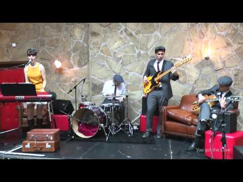 A Female & Male Fronted 50s & 60s Retro Band for Hire | The Retro Jets