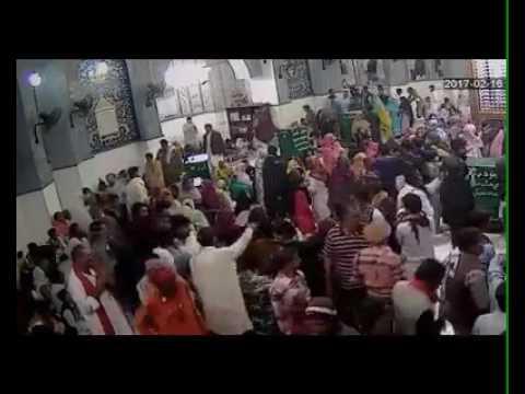 Bomb Blast of LAAL SHAHBAZ QALANDAR  Darbar. (Must Watch)