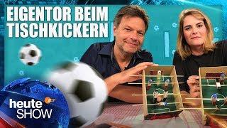 Hazel Brugger bastelt eine(n) Tischkicker*in mit Robert Habeck (WM-Spezial)