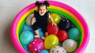 Baby amira  playing with colored balloons - Adel et sami