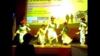 Tari tradisional Betawi - Ondel2 :)