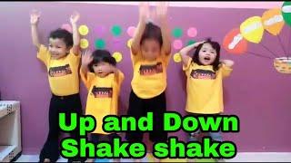 Up and Down shake shake .. aluna dan teman-teman playgroup bernyanyi dan memperagakan up and down