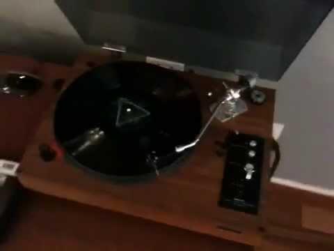 Pink Floyd - Dark Side of the Moon on Vinyl on my  Refurbished 1978 Rotel!