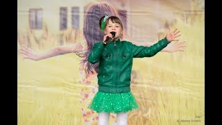 """Виолетта Наумчук, 6 лет - песня """"Мечтай"""" (Детское Евровидение 2013, cover Даяна Кириллова)"""