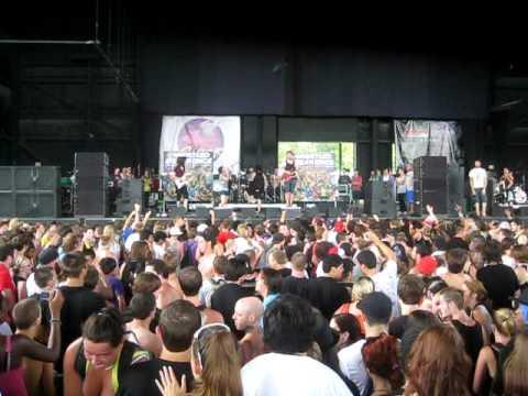 iwrestledabearonce - Tastes Like Kevin Bacon ~ Warped Tour 2010